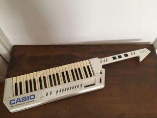 Keytar Casio AZ-1 controlador teclado midi