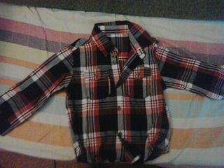 Lote 4 camisas de 18-24 meses de niño