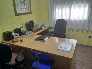 Magnífico escritorio en venta y silla azul!!!