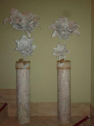 Jarrón y flores . artesano