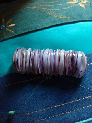 Pulsera de nacar en tonos lilas
