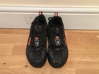 Cycling bTwin Shoes in size 3
