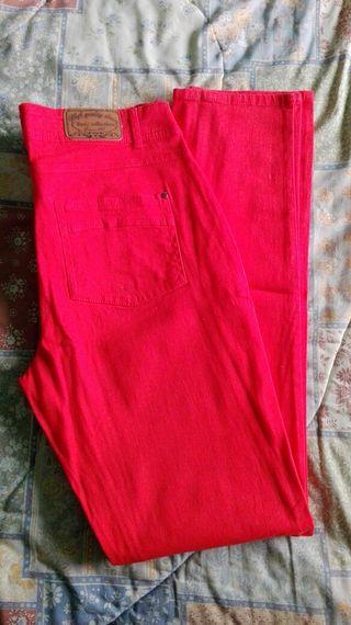 Pantalón rojo mujer.