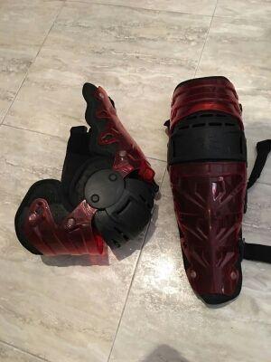 Rodilleras ortopédicas para descenso mountain bike.
