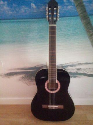 Guitarra con funda en muy buen estado