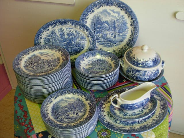 Vajilla porcelana inglesa churchill de segunda mano por 250 en partida tolls en wallapop - Vajilla inglesa ...