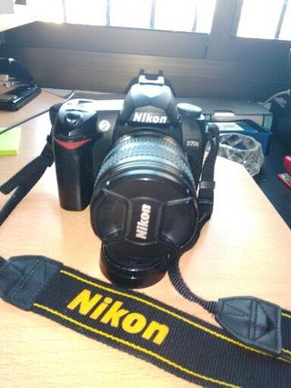 Camara reflex Nikon D70, nueva.