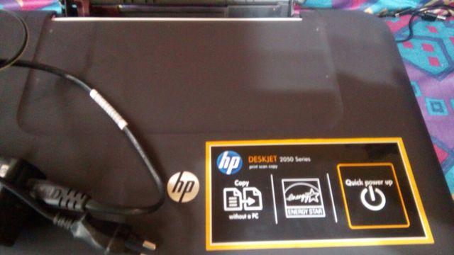 Se vende impresora HP DESKJET 2050 series.