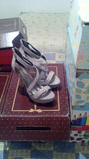 Par de zapatos de talla 38 x 35€ estan a estrenar