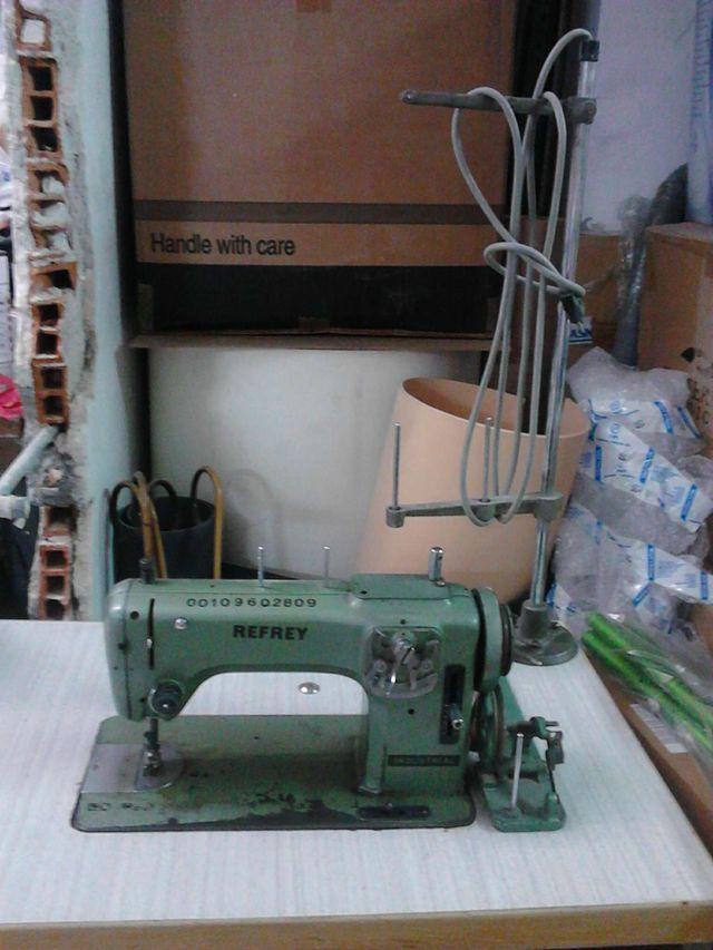 Maquina de coser Refrey de segunda mano por 93 € en Madrid