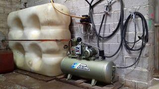 Bidón de gasoil y compresor de aire