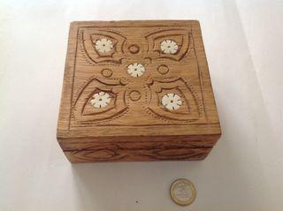 Caixeta de fusta i nàcar