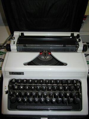 Maquina de escribir Erika 100 (1984)