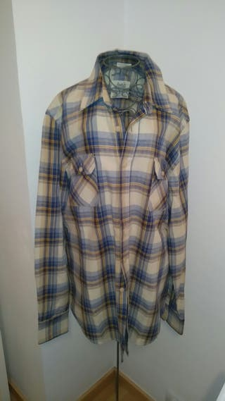 Camisa pull and Bear. Talla XL