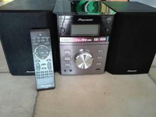 Cd Pioneer,poco uso, sus altavoces separados te permiten una excelente distribución del sonido
