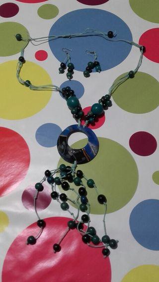 Collar de semillas en tonos azules