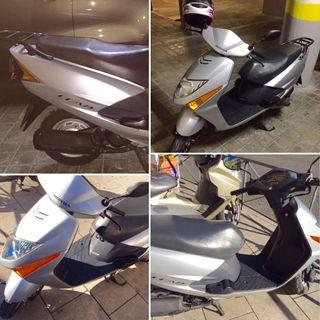 Moto scooter Honda Lead Madrid