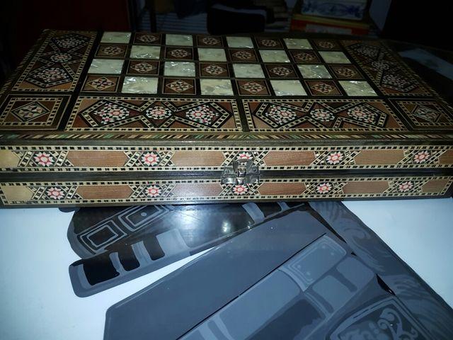 Tablero de de ajedrez y backgammon