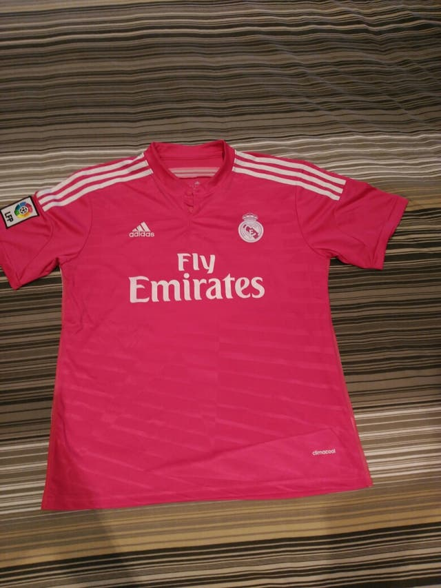a94e22847ef87 Camiseta Real Madrid rosa de segunda mano por 95 € en Lloret de Mar ...