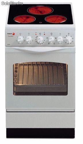 Cocina con horno electrico y vitroceramica