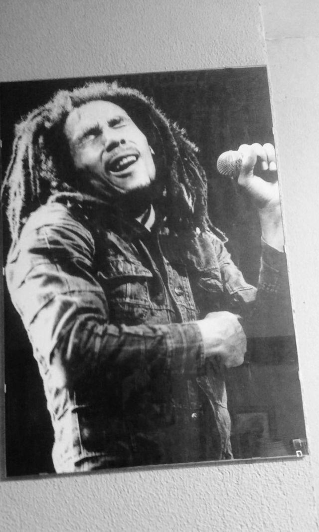Póster Bob Marley enmarcado en cristal de segunda mano por 14 € en ...