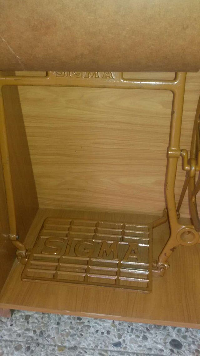 Máquina coser pedal Sigma con mueble