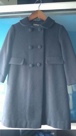Abrigo de paño azul.