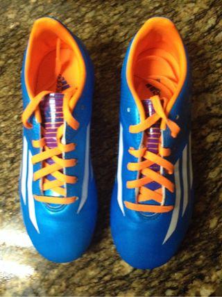 Zapatillas de fútbol de Messi talla 35
