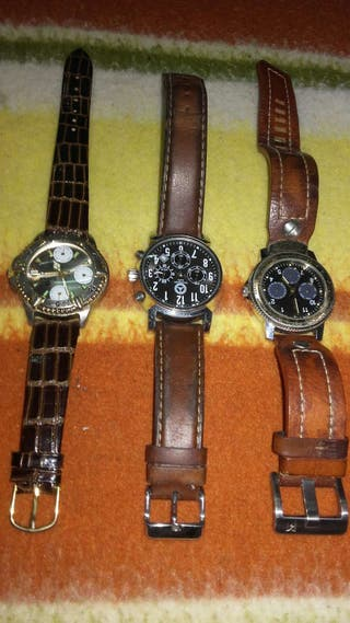 Tres relojes