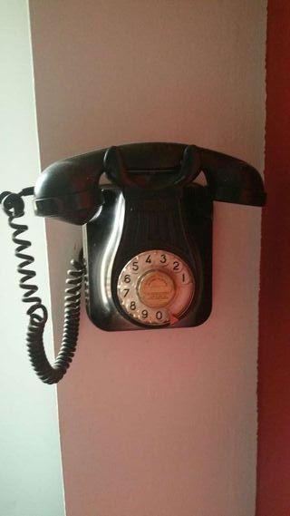 Telefono antiguo de pared.