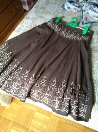Falda bordada con abalorios