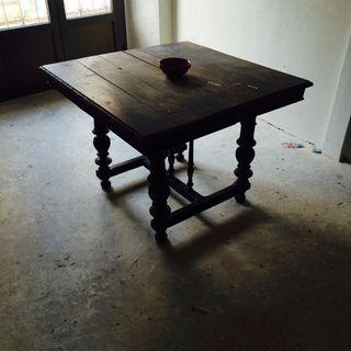 Mesa salon antigua