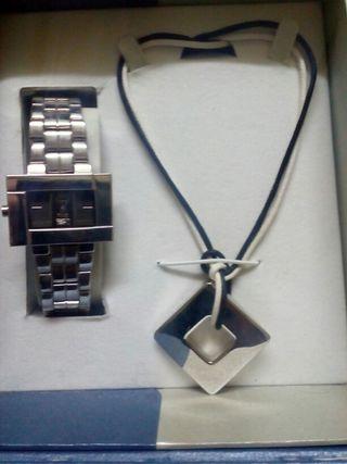 Reloj y collar