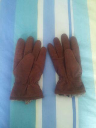 Se venden guantes de piel vacuna