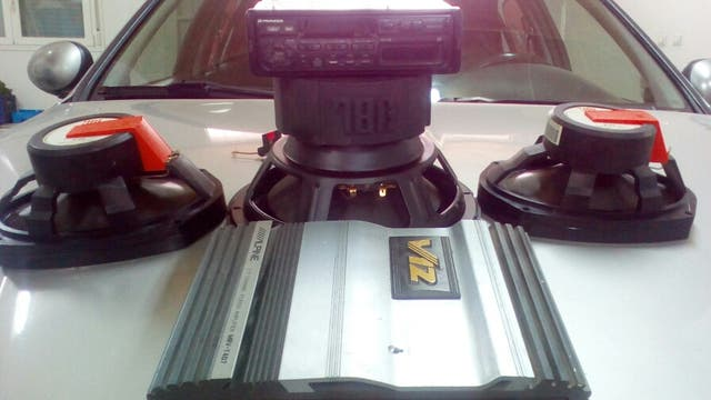 Equipo de sonido para coche.
