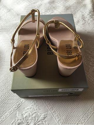 Sandalias color nude. Bibi Lou. Nuevas. N. 37