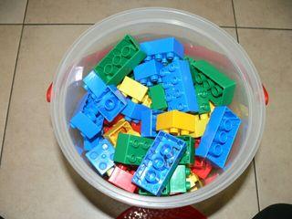 Caja de piezas para construcción.