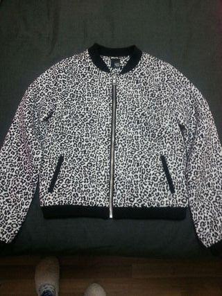 Cazadora chaqueta tipo bomber leopardo