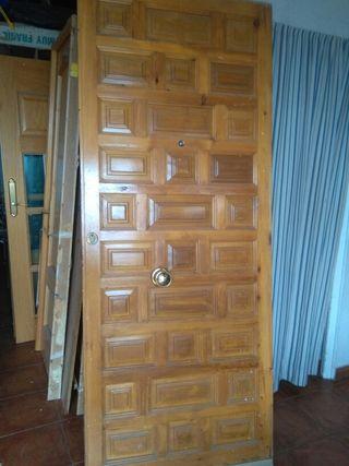Se vende puerta castellana