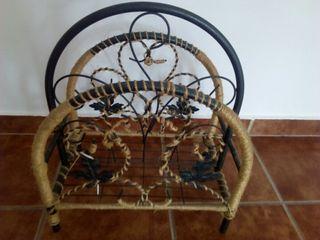 Revistero de hierro forjado y cuerda