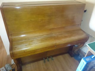 Piano vertical marca Estela - Bernareggi