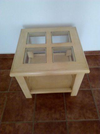Mesa mediana de madera