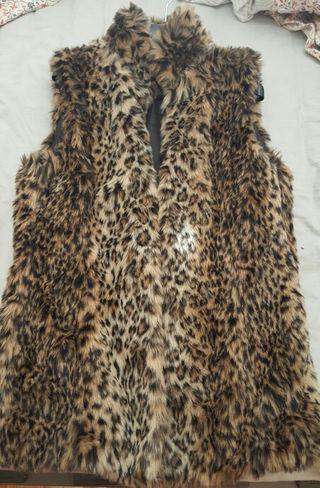 Chaleco de pelo leopardo de BERSKA
