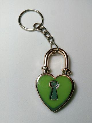 Llavero candado verde (abalorio)