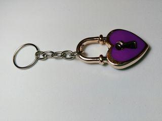 Llavero candado lila