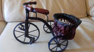 Triciclo decorativo.