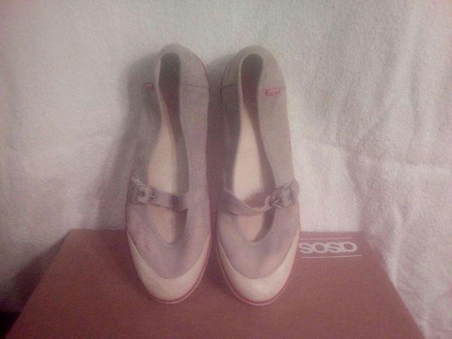 Zapatillas , sandalia marca LEVI'S Talla 39. Años 70/80