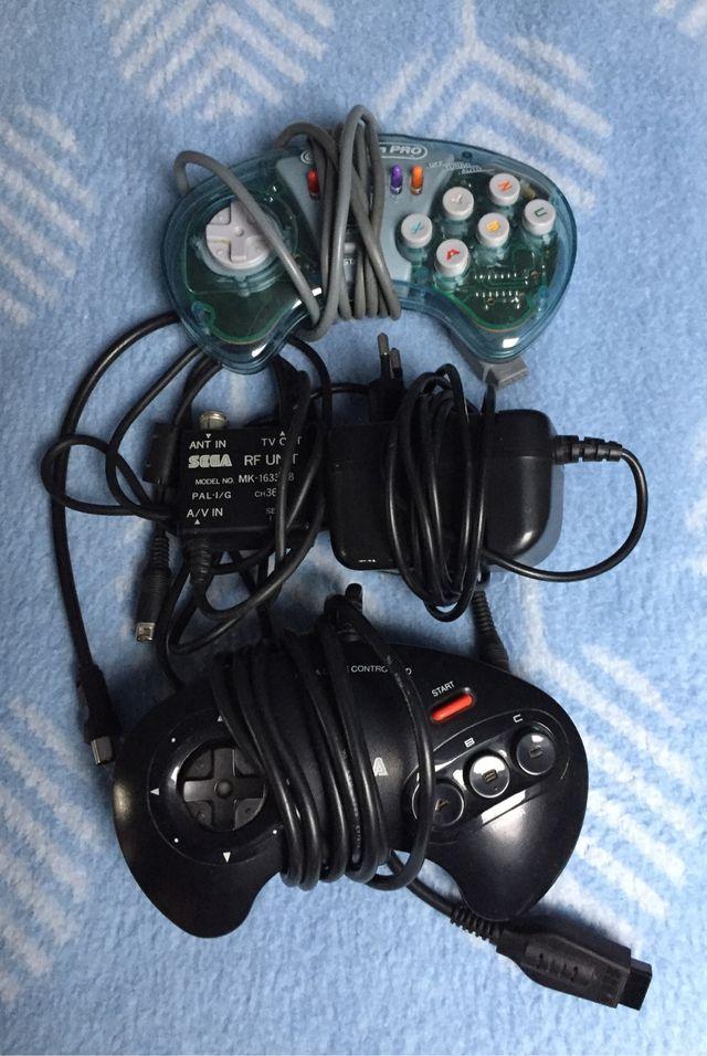 Consola Sega Mega Drive II con 2 mandos y 6 juegos