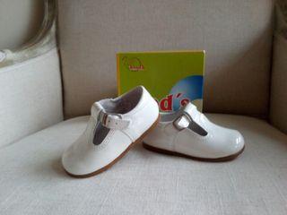 Zapato bebé charol blanco Nuevos
