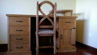 Mesa escritorio de madera maciza + silla